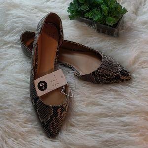 NWT snakeskin print pointy toed flats, size 8 1/2